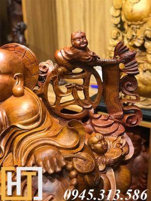 phần bên phải tượng di lặc ngũ phúc gỗ hương