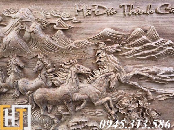 ảnh bên phải tranh gỗ mã đáo thành công khổ lớn
