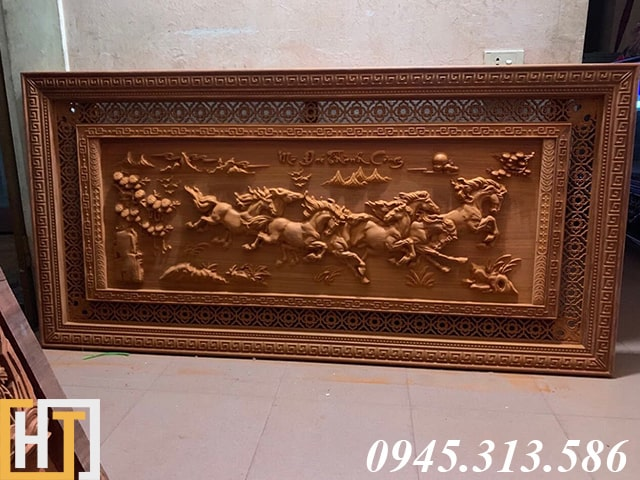 tranh ngựa bát mã truy phong gỗ hương đỏ để mộc dài 1m97 rộng 97cm gỗ dày 4,5cm
