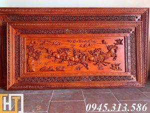tranh ngựa bát mã truy phong gỗ hương dài 1m97