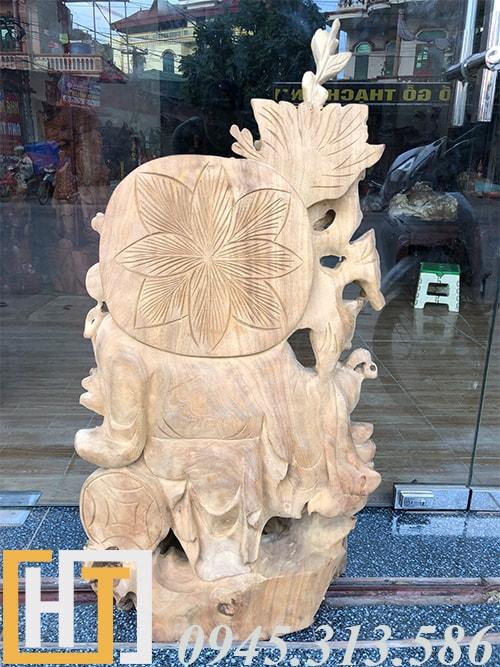 mặt sau tượng phặt di lặc ngũ phúc vác cành đào gỗ xá xị