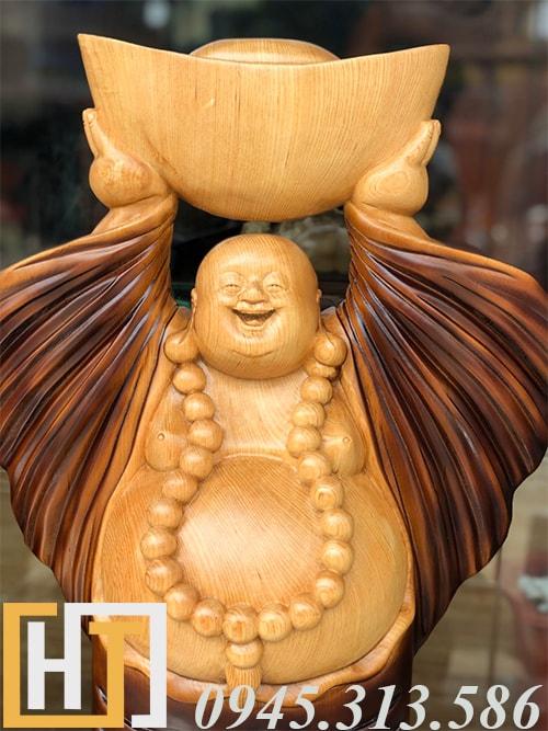 diện tượng thần tài dâng vàng gỗ pơmu