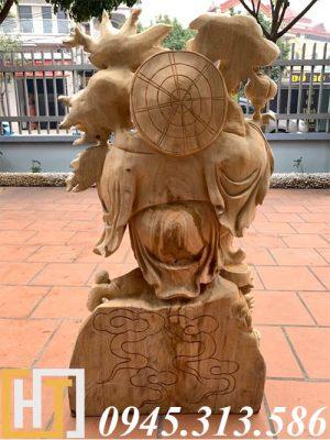 mặt sau tượng phật di lặc đứng nghê vác cành đào gỗ xá xị nguyên khối