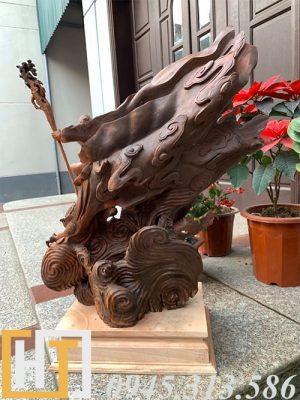 phía sau tượng đạt ma hàng long gỗ trắc gia lai