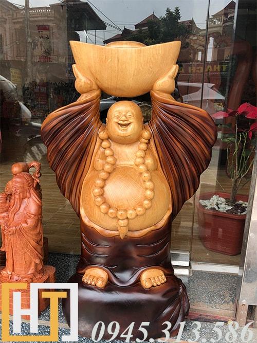 tượng thần tài dâng vàng gỗ pơmu