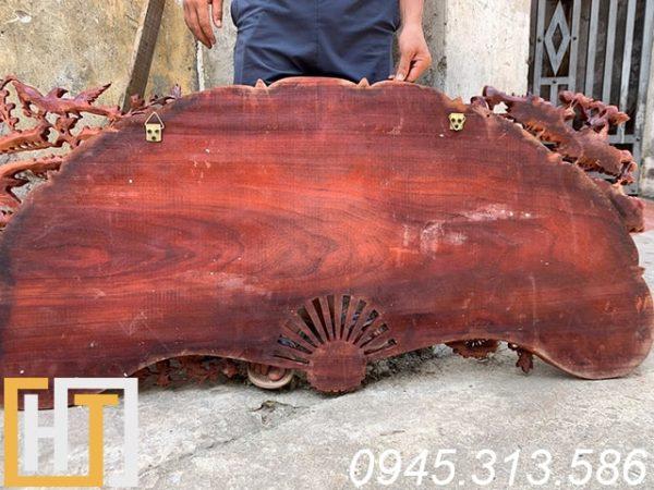 mặt sau tranh phu thê viên mãn gỗ hương đỏ