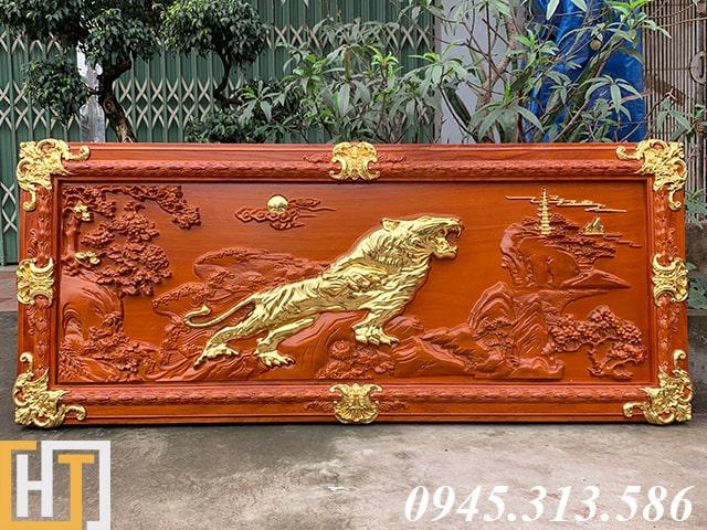 tranh gỗ bá chủ sơn lâm sơn son thếp vàng hướng về bên phải