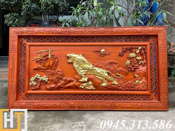 tranh gỗ bá chủ sơn lâm sơn son thếp vàng hướng về bên trái